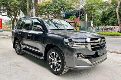 Sắp ra mắt thế hệ mới, chiếc Toyota Land Cruiser 2021 màu độc cuối cùng về Việt Nam tìm chủ a