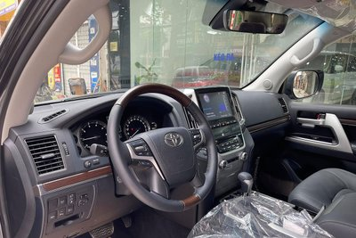 Sắp ra mắt thế hệ mới, chiếc Toyota Land Cruiser 2021 màu độc cuối cùng về Việt Nam tìm chủ 4