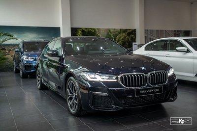 Ảnh thực tế BMW 530i M-Sport 2021 tại đại lý Việt Nam, giá gần 3,3 tỷ đồng a1