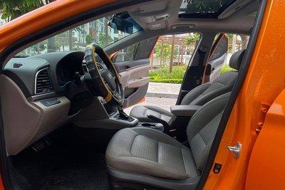 Nội thất Hyundai Elantra 2016.