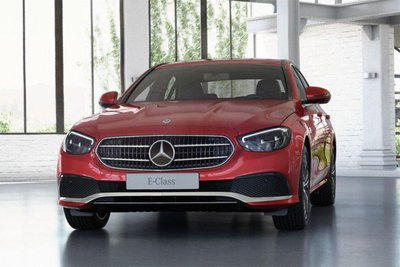 Mercedes-Benz Việt Nam vừa bổ sung thêm phiên bản E180 2021.