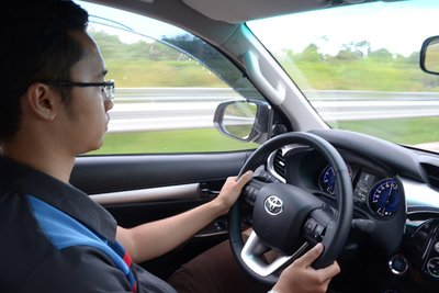 Lái thử xe để cảm nhận khả năng vận hành và độ thoải mái.