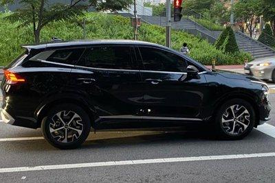 """Ngắm Kia Sportage 2022 """"bằng xương, bằng thịt"""" ngoài đời thực, sẽ gây khó cho CX-5, CR-V khi về Việt Nam a2"""