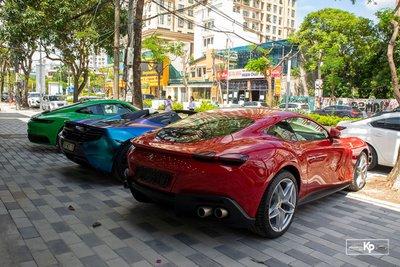 Dubai thu nhỏ với dàn siêu xe hơn trăm tỷ tại Hà Nội cổ vũ ĐTVN trước giờ xung trận đấu UAE A5