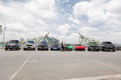 Dubai thu nhỏ với dàn siêu xe hơn trăm tỷ tại Hà Nội cổ vũ ĐTVN trước giờ xung trận đấu UAE A2