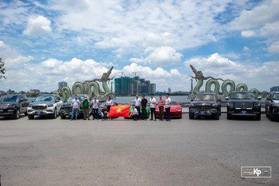 Dubai thu nhỏ với dàn siêu xe hơn trăm tỷ tại Hà Nội cổ vũ ĐTVN trước giờ xung trận đấu UAE A1
