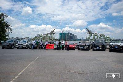 Dubai thu nhỏ với dàn siêu xe hơn trăm tỷ tại Hà Nội cổ vũ ĐTVN trước giờ xung trận đấu UAE A11