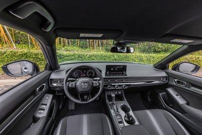 Honda Civic 2022 Sedan tích hợp đầy đủ công nghệ lái, tính năng an toàn hiện đại.