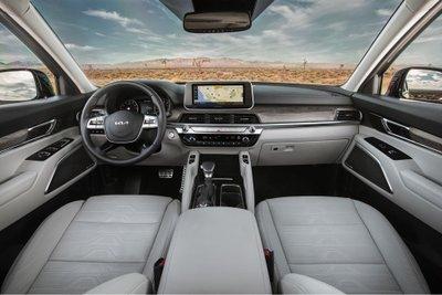 Kia Telluride 2022 bổ sung thêm nhiều trang bị cùng tình năng tiêu chuẩn.