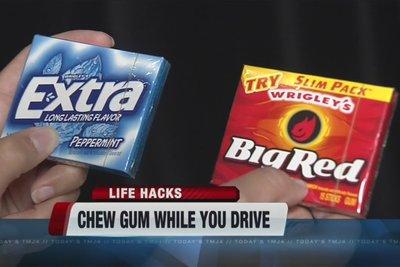 Nhai kẹo cao su cũng là cách giúp tỉnh táo hơn.