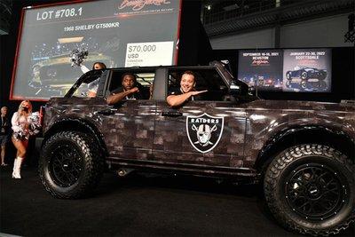 Chiếc Ford Bronco Badlands Raider Edition được bán với giá 275.000 USD.