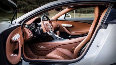 Bugatti Chiron Super Sport toát lên vẻ xa hoa, đầy cá tính từ mọi góc nhìn.