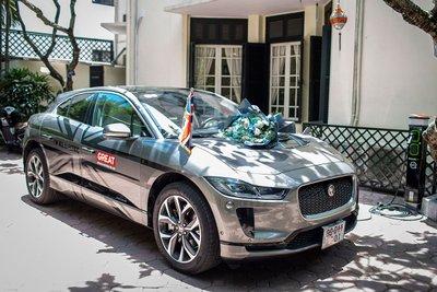 chiếc xe Jaguar I-PACE được bàn giao cho đại sứ quán Anh thuộc phiên bản HSE với màu sơn bạc Silicon.