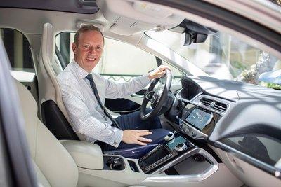 Jaguar I-PACE sẽ được ông Gareth Ward - Đại sứ Vương quốc Anh tại Việt Nam sử dụng.