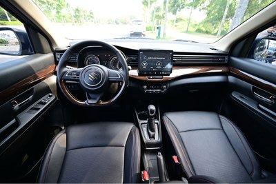 Khoang lái rộng rãi, hiện đại, được trang bị nhiều tiện nghi của Ertiga đem lạicảm giác lái thoải mái.