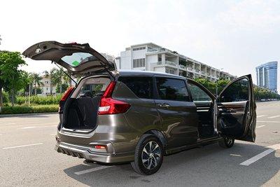 Không chỉ sở hữu ngoại hình thanh lịch, Suzuki Ertiga còn có không gian rộng rãi, phù hợp cho mọi nhu cầu từ phục vụ gia đình, công việc cho đến mục đích chạy xe dịch vụ.