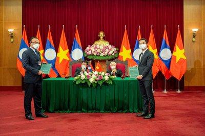 VinFast bắt tay với Phongsubthavy bán xe tại Lào - Bàn đạp để xe Việt chinh phục Đông Nam Á 1