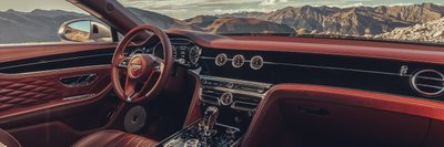 Bentley Flying Spur sở hữu thiết kế nội thất đặc trưng với vẻ đẹp trường tồn.