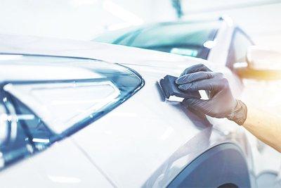 Lớp phủ ô tô được ví như  lớp áo thứ hai, giúp xe bảo vệ được phần sơn chính Lớp phủ ô tô được ví như  lớp áo thứ hai, giúp xe bảo vệ được phần sơn chính.