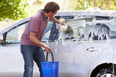 Hạn chế dùng bột giặt, nước rửa chén để vệ sinh xe.