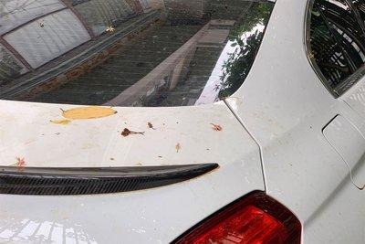 cần thường xuyên rửa xe, tối thiểu 1 lần/tuần để tránh bị ố vàng.