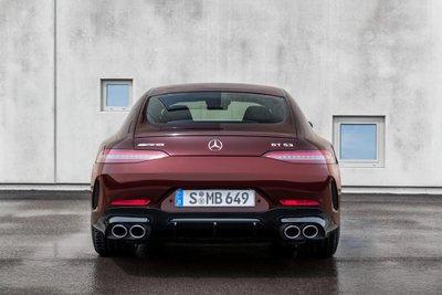 Mercedes-AMG GT facelift khiến mẫu xe tươi mới hơn.