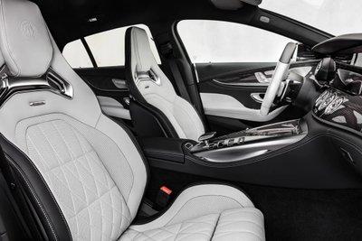Mercedes-AMG GT tích hợp hàng loạt tính năng cùng công nghệ tối tân nâng tầm trải nghiệm người dùng.