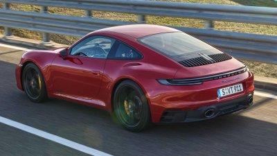 Porsche 911 GTS 2022 hiện đại và mạnh mẽ hơn.