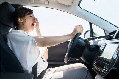 việc khát nước khi lái xe còn tác động tới hệ thần kinh, dẫn tới việc buồn ngủ.