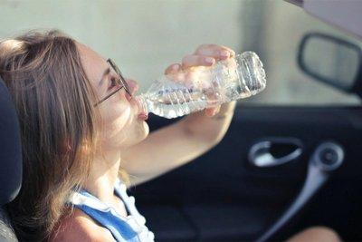 """Lái xe trong tình trạng """"khát khô cổ"""" nguy hiểm như thế nào?."""