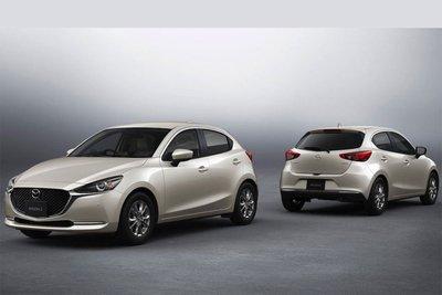 Mazda 2 2021 đươc bổ sung thêm màu Platinum Quartz Metallic.