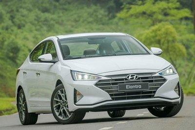giá bán lẻ của mẫu sedan Elantra giảm 15-20 triệu đồng.