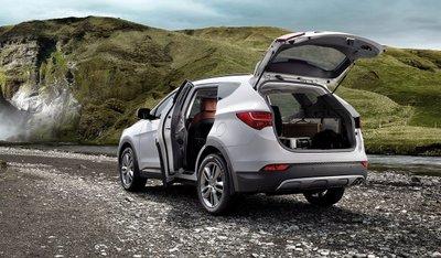 """Santafe 5 chỗ sở hữu """"ngoại hình"""" sang trọng, đầy kiêu hãnh nhờ sử dụng ngôn ngữ thiết kế hoàn toàn mới của Hyundai."""
