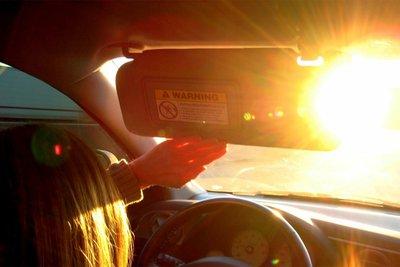 Bỏ túi kinh nghiệm chống chói mắt khi lái xe vào ban ngày