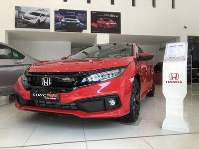 Honda Civic tại đại lý giảm sốc 150 triệu đồng 1