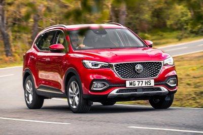 MG HS phù hợp với người yêu thích xe ô tô 5 chỗ gầm cao giá rẻ.
