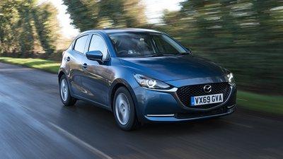 Mazda 2 - xe ô tô cho nữ đáng tham khảo hiện có giá niêm yết là 479 - 619 triệu VNĐ.
