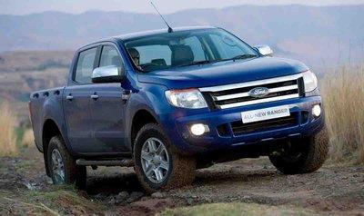 Mua xe bán tải cũ dưới 400 triệu có thể cân nhắc Ford Ranger XLS 2014.