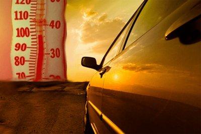 """Thời tiết nắng nóng thường khiến ô tô """"ngốn"""" nhiên liệu nhiều hơn bình thường."""