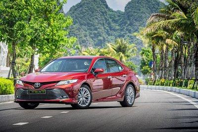 Doanh số của Toyota Camry tháng 6/2021 bán được 302 xe.