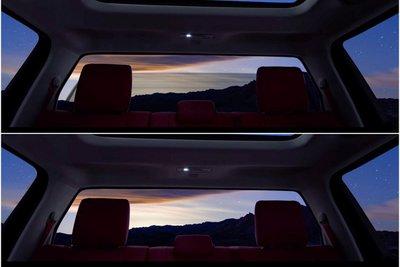 Cửa sổ phía sau Toyota Tundra 2022 có thể trượt xuống linh hoạt.
