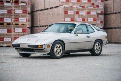 1981 Porsche 924 bạc góc mặt trước
