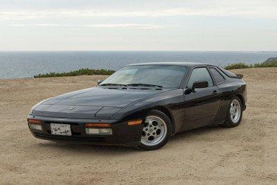 1981 Porsche 944 đen mặt trước