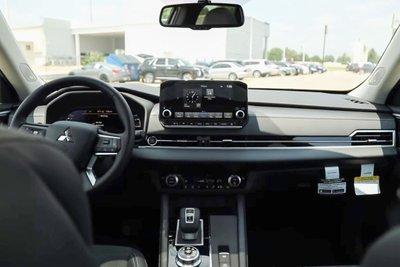 Trên tay Mitsubishi Outlander 2022, Reviewer Việt đầu tiên trải nghiệm trước ngày về nước a4