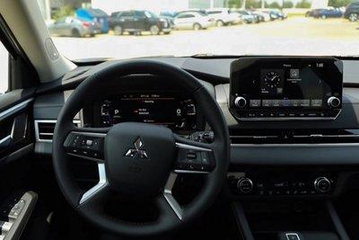 Trên tay Mitsubishi Outlander 2022, Reviewer Việt đầu tiên trải nghiệm trước ngày về nước a9