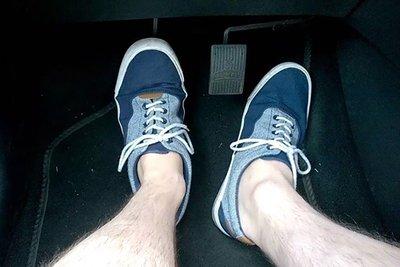 Không đạp chân ga, tài xế phải chuyển ngay sang chân phanh.