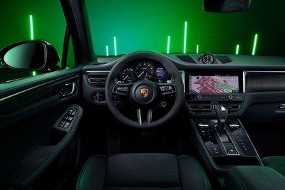 Porsche Macan 2022 tích hợp thêm nhiều tính năng mới.