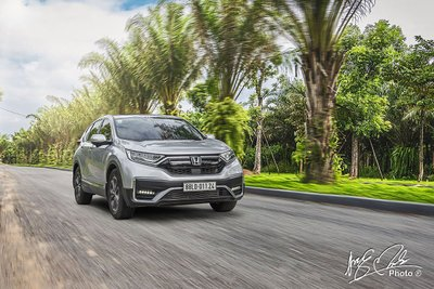 Honda CR-V mạnh tay ưu đãi 100% lệ phí trước bạ cho khách mua xe trong tháng 7.