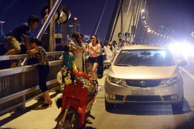 dừng ô tô trên cầu