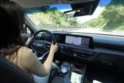 """""""Mục sở thị"""" Kia K8 2021 ngoài đời thực: Đẹp không góc chết, đối thủ lớn của Mercedes-Benz E-Class a19"""